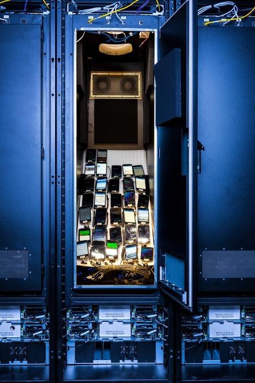Facebook实验室罕见曝光:买了2000多部手机测试App